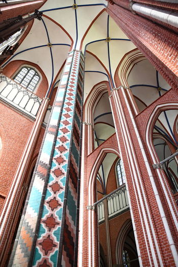 Münster Bad Doberan innen Münster Bad Doberan Innenansicht Kirchenschiff Low Angle View Built Structure Architecture Arch Building Window No People Glass - Material Indoors  Day Glass Stained Glass Pattern Wall Design Architectural Column Place Of Worship In A Row Ceiling