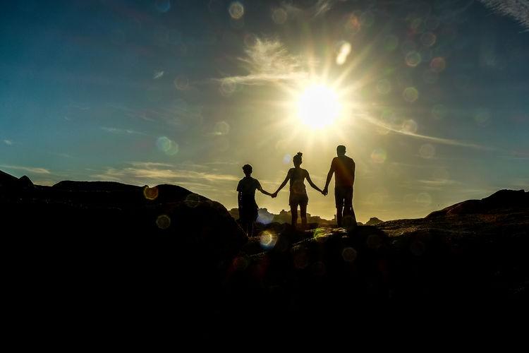 Capo Testo Sardinien Italien Family Felsenmeer Gegenlicht Klippen Leuchtturm Meer Sonnenuntergang Urlaub & Reisen Abendstimmung Am Meer Beauty In Nature Brandung Felsen Felsenlandschaft Nature Outdoors Sky Be. Ready.