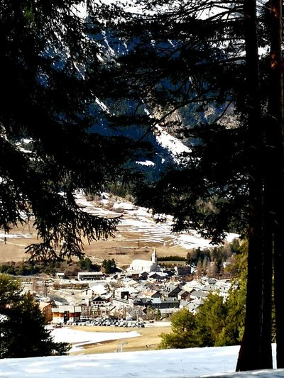 Le village Village De Montagne Tree Water Lake Sky Calm Tranquil Scene Idyllic