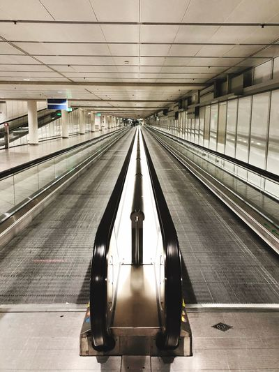 Airport Munich - Way Reisen Rollsteig Munich Transportation Rail Transportation Architecture Indoors  Railroad Station Travel Built Structure Public Transportation The Way Forward Mode Of Transportation Airport Direction Diminishing Perspective Moving Walkway  Modern