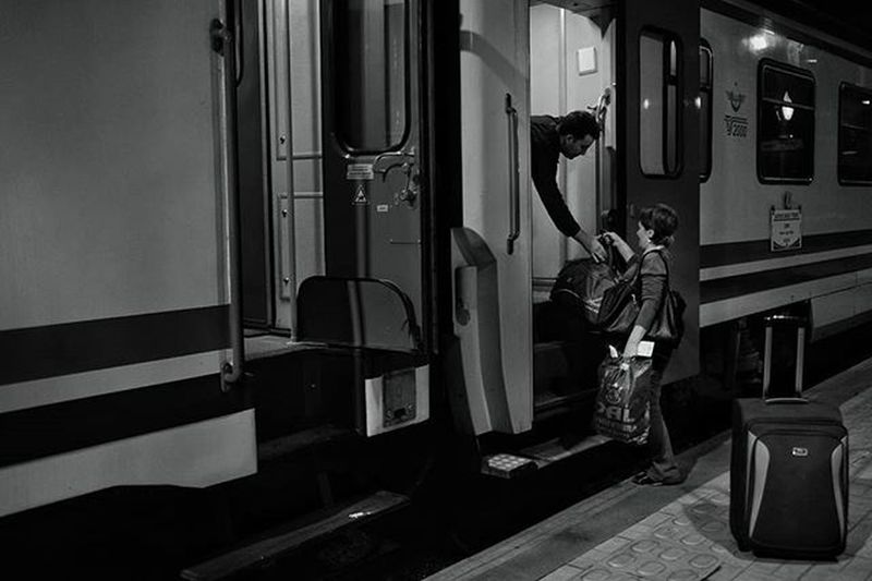 Train Trains Trainway Travel Traveling Woman Man Help Door Railroad Suitcase Blackandwhite Bwphoto Streetphotography