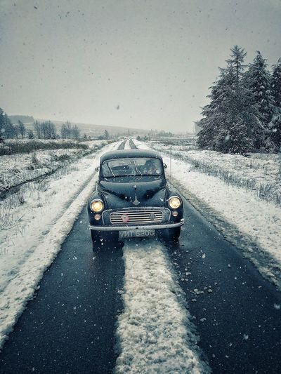 Cold Temperature Car Outdoors Landscape Scotland Scottish Highlands Driving Roadtrip Vintage Cars Morris Minor 1000 Classic Car Snow Morris Minor Vintage Stationary