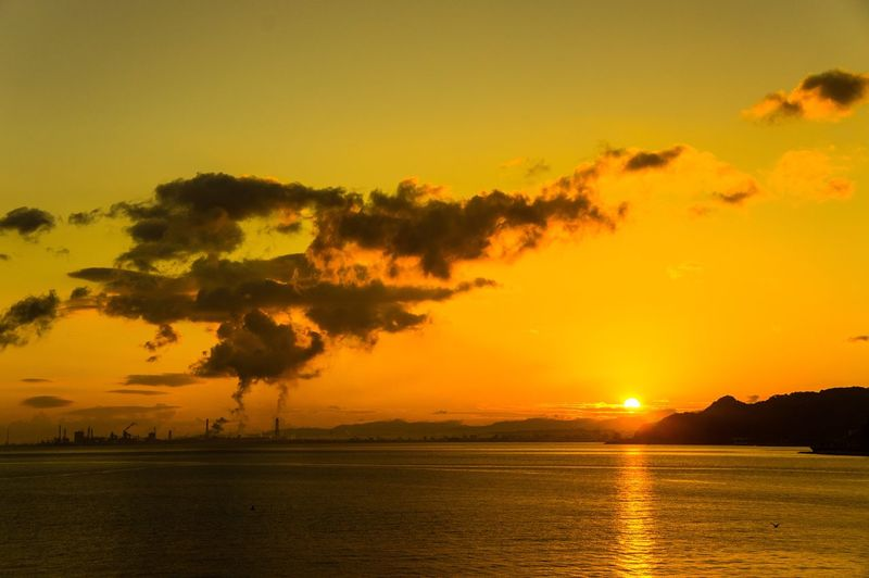 大分県 別府市 朝日 朝陽 あさひ 朝焼け 空 海 雲 煙 工場 Clouds Sky Sea Ocean Smoke Factory Sony Nex3 Sunrise