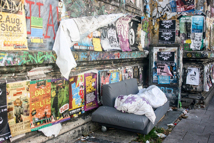 Couch Flora Hamburg No People Outdoors Streetart Streetphotography Up Close Street Photography Adapted To The City #FREIHEITBERLIN