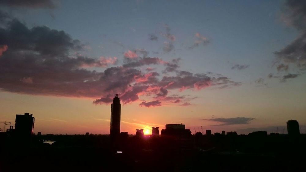 Sunset #sun #clouds #skylovers #sky #nature #beautifulinnature #naturalbeauty #photography #landscape Sunset Sunset_collection Sky_collection Sky London Skyline Panoramic Photography