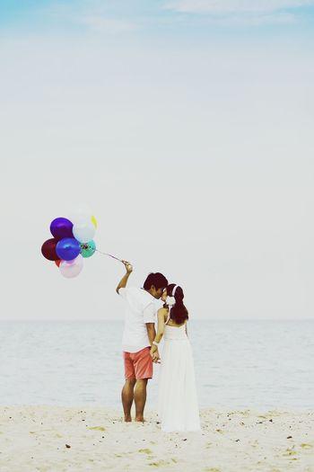 Balloons Prewedding Photography Lomography Taking Photos Wedding Balloons Canon 1DMarkIII Love Beachphotography Beach Eastcoastpark Wedding Photography Moments Pre Wedding