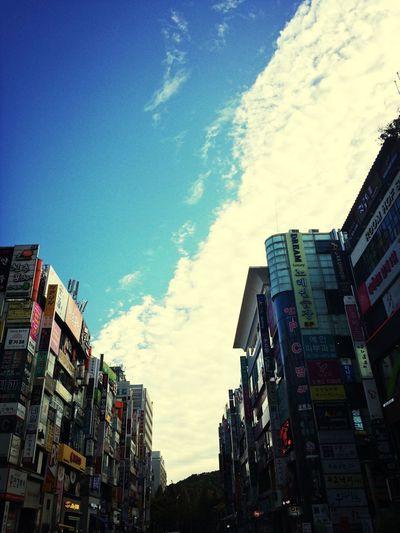 양념 반 후라이드 반ㅡ 구름 반 하늘 반