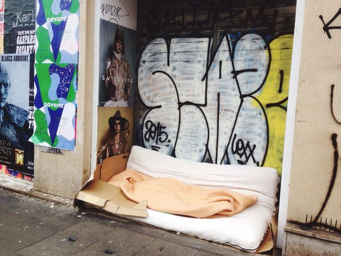 Hanging Out Taking Photos Homeless Room With Bed Public Bed Not Hopeless Paris Streetphotography Street Art Eye Em Best Shots