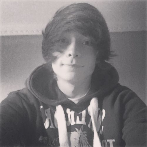Why did i have to be born so ugly -.- Ugly Selfie Superdry Bw blackandwhite fashion dep hoodie guy guys