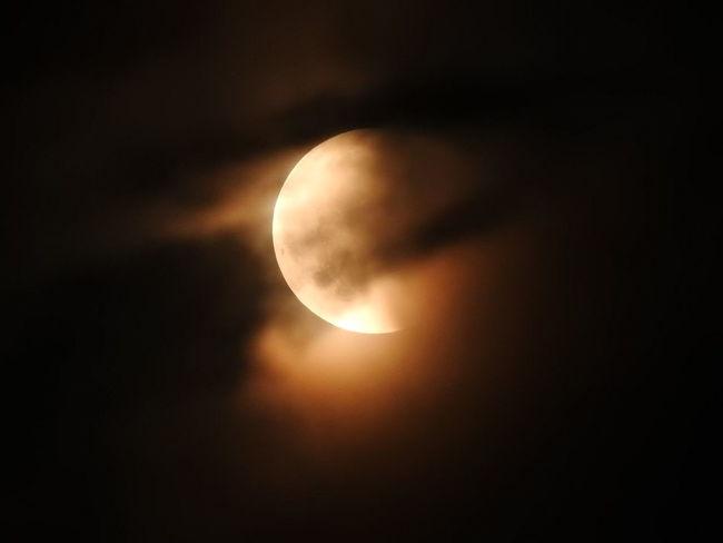 Astronomy Beauty In Nature Circle Dark Eclipse Full Moon Idyllic Majestic Moon Moonlight Natural Phenomenon Nature Night No People Outdoors Planetary Moon Scenics - Nature Sky Solar Eclipse Space Space And Astronomy Tranquil Scene Tranquility