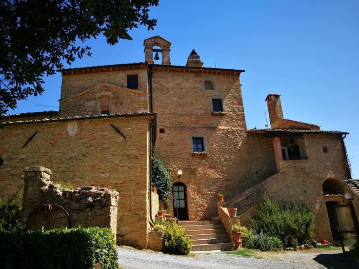 Wonderful place in my Tuscany...😍😍😍😍😍😍😍😍😍😍...in t his place the time stop...MAGIC, MAGIC,MAGICTranquility Spectacular Spectaculr Church Magic Place Story Farmhouse Architecture Church History Beauty Beautiful Day Church Time Ancient Civilization
