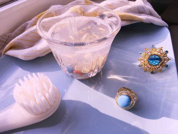 Cleaning flea market jewelry Jewellery Schmuck Flea Market Finds Fleamarket Fleamarketfinds Vintage Ring No People Close-up Cleaning Rings Cleaning Jewelry Jewelry Window