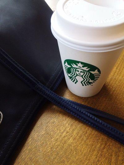 我又不是不知道,我是懶得說。你愛誰誰愛你,不都是一目了然的嗎。/和果果說,我也希望有很多錢,能被人愛,可如果現在沒有,那就讓自己有個健康的身體再去爭取錢和愛,畢竟我手上還有時間。 Starbucks