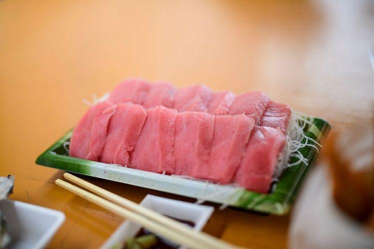 やはり、中トロも行かねば。 Toro Food Indoors  Still Life Food And Drink Freshness Selective Focus Japanese Food No People Close-up Table Pink Color Healthy Eating Plate Seafood Asian Food Ready-to-eat Sashimi