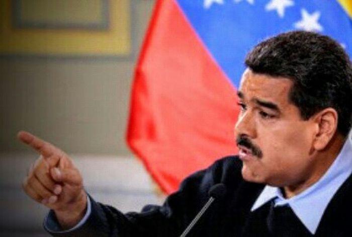 """Maduro ordena Estado de Excepción y cierre del paso fronterizo con Colombia en el Zulia Sep 7, 2015 @ 11:38 pm El dictador Nicolás Maduro, ordenó el cierre en la frontera con Colombia por el estado Zulia específicamente por Paraguachón. Guajira, Mara Almirante Padilla Maduro anunció la movilización de tres mil soldados a la zona. El mandatario anució anteriormente un """"nuevo régimen migratorio"""", por el que fueron consultadas las comunidades wayú de La Guajira y tomaron notas """"para establecer un nuevo orden en la frontera con Colombia"""". Maduro anunció que serán incorporadas 5 mil 558 familias al """"plan de seguridad alimentaria Mercal casa por casa"""" en la Guajira. La información oficial se esperaba desde tempranas horas de este lunes. La crisis bilateral estalló el 19 de agosto, cuando Maduro decretó el cierre de una parte de la frontera tras un ataque a militares venezolanos durante una operación anticontrabando, que el mandatario atribuyó a """"paramilitares colombianos"""". Pero la tensión aumentó hace poco más de una semana, cuando ambos países llamaron a consultas a sus embajadores en medio de denuncias de violaciones de derechos humanos de los afectados. Según datos actualizados este lunes por Santos, la crisis fronteriza ha dejado casi 14.000 colombianos afectados, entre ellos 1.443 deportados desde Venezuela y el resto que han huido por temor a ser expulsados sin sus familias o pertenencias. La Patilla Taking Photos Venezuelacambia Instagram_ve Venezuela Insta_ve Venezuelaunida LosVenezolanosPuedenVivirMejor VenezuelaSomosTodos VenezuelaDespierta Venzuelacambia"""