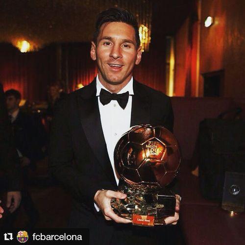 Repost @fcbarcelona with @repostapp ・・・ 👑 Messi5 2015 > Ballondor 2012 > Ballondor 2011 > Ballondor 2010 > Ballondor 2009 > Ballondor 👏👏👏👏👏