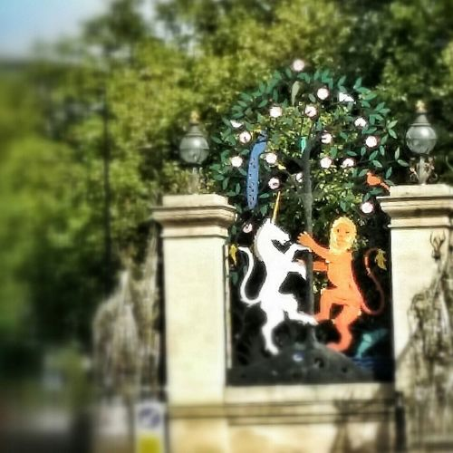 Gate Of Unicorn And Lion Art Hyde Park, London Summer ☀