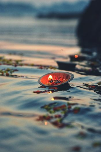 Hope Floats Water Floating On Water Red Close-up Diya - Oil Lamp Floating Oil Lamp Lit Diwali Leaves