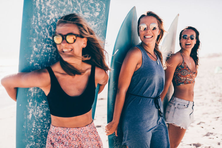 Friendship Glasses Young Adult Young Women Happiness Togetherness Portrait Group Of People Emotion Smiling Women Fashion Front View Real People Adult Leisure Activity Lifestyles Fun Outdoors Beautiful Woman Surfboard Happy Sport Vacations Friends