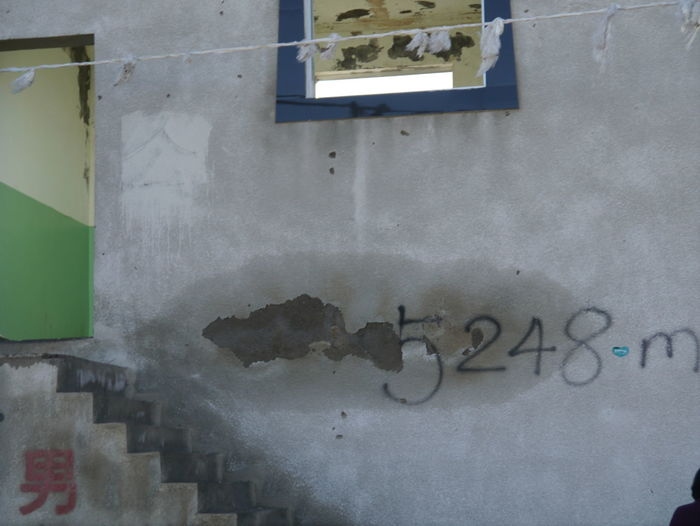 5248m-high Toilet Close-up Deterioration Dirty Messy No People Tibet Tibet Highway Toilet Wall - Building Feature