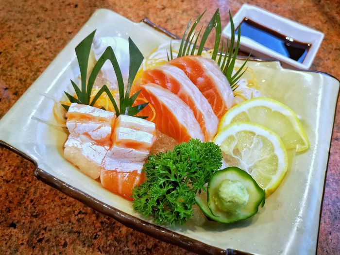 SLICE Seafood Lime Plate Close-up Food And Drink Sashimi  Salmon Sushi Japanese Food Lemon Served Salmon - Seafood Soy Sauce Japanese Culture