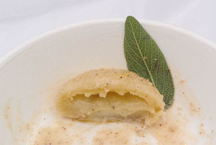 Erve Erve M Miozzo Dessert Sweet Baked Temptation No People Indoors  Indulgence Plant Part Ready-to-eat Close-up Food And Drink Food Studio Shot Garnish Mint Leaf - Culinary Still Life Herb Freshness Leaf Sweet Food Plate Cake Snack