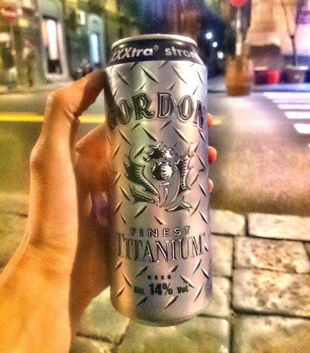 Haciendonos de titanio!!! 😀 🍺🍺😂💪 Birra Gordon Diventandotitanio Birretteria Catania Sicilia