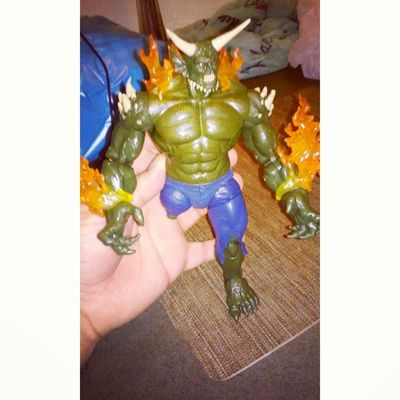 Ooooooooh maaaan one more piece to goo!! Assembling Greengoblin Greengoblinparts Marvel Marvellengends Figurecollecting Figures Geekingout Sohappy Commingsoon