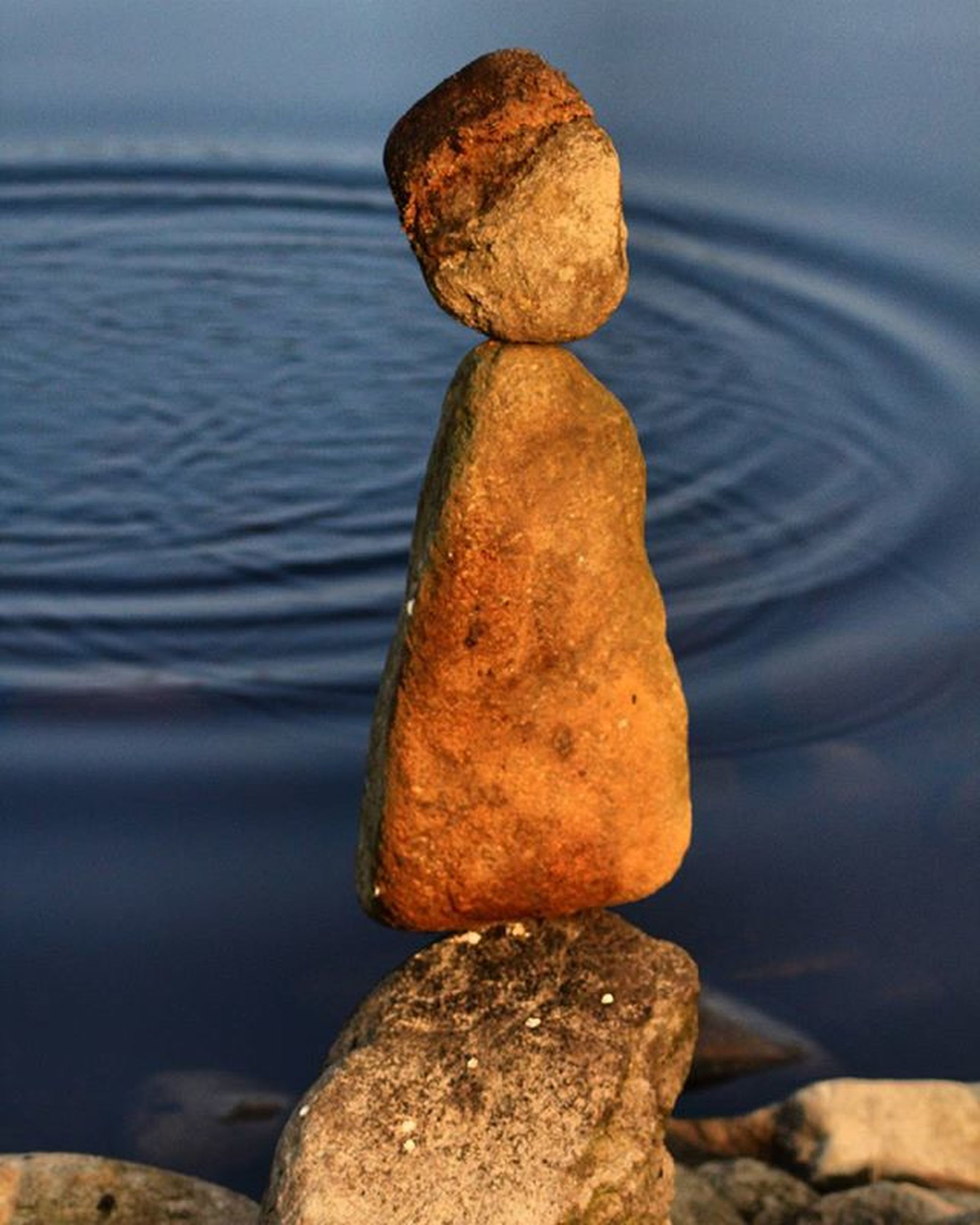 water, rock - object, tranquility, focus on foreground, close-up, nature, tranquil scene, sea, beauty in nature, stone - object, stack, rock, reflection, stone, scenics, no people, outdoors, lake, day, pebble