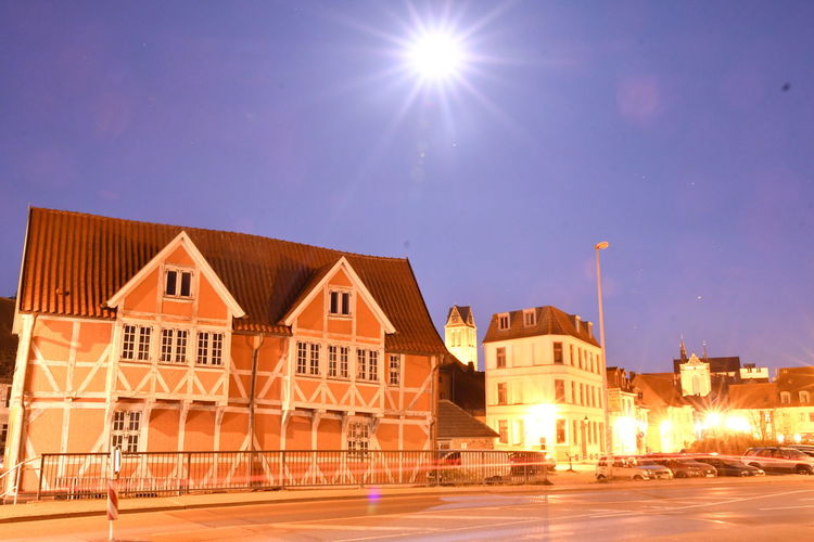 Zu Besuch in Wismar Langzeitbelichtung Long Exposure Long Exposure Night Photography Wismar Mecklenburg-Vorpommern Germany Deutschland Altstadt Architecture Building Exterior Built Structure City Building Residential District Street Sky Illuminated House Night Nature Lens Flare No People Road Transportation Home Ownership City Life Row House