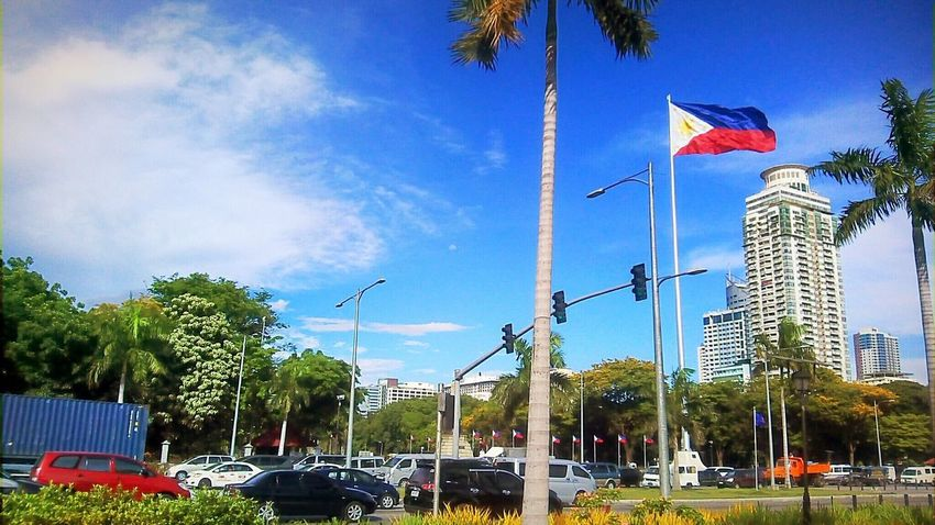 Rizal Park and the busy Filipino people. Flag Patriotism Tree Sky Outdoors Mobilephotography Mobilephotographyphilippines Eyeem Philippines Philippines Creative Commons CC BY-SA CC BY-SA 4.0 Snoworld.one/cc An Eye For Travel The Street Photographer - 2018 EyeEm Awards The Traveler - 2018 EyeEm Awards