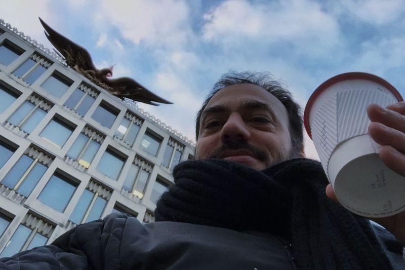 Aguila Embajada EE.UU. London el águila bicéfala de Carlos primero despedazaba a esta en menos que canta un gallo