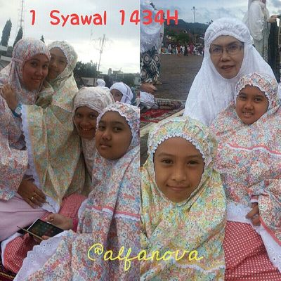 Sholat di halaman Mesjid Raya Al-Abrar Padangsidempuan.... Alhamdulillah Ya Alloh... Alfanova Tepocece Eidmubarak2013 Eidmubarak padangsidimpuan