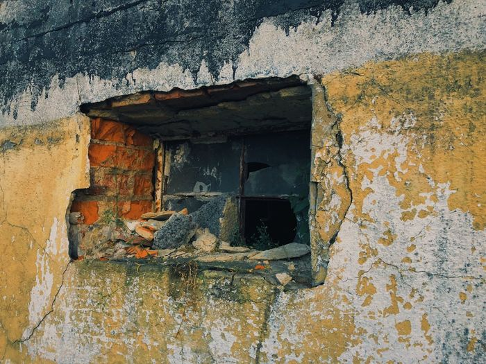 Eyem Eyemphotography Brokenwindows Brick Old Buildings Wearhouse Built Structure Architecture Window Old Building Exterior Weathered Building