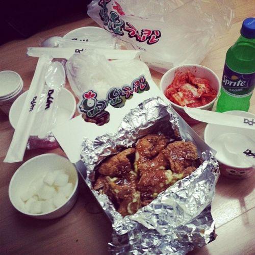 Since naglalaba kami ni @casandreaa korean take out for dinner. :)
