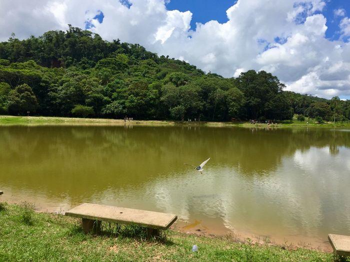 Céu, lago e