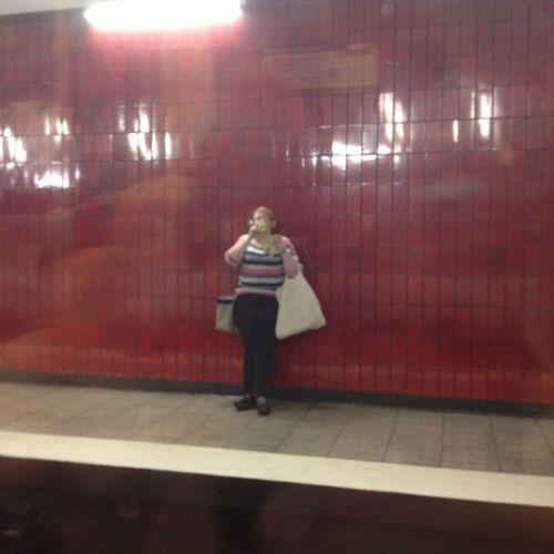 Blurred Motion City Life Illuminated Lifestyles Night U-Bahn U-Bahn Station Warten Auf Den Bus