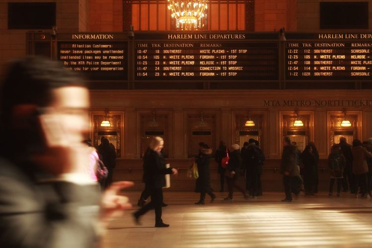 - ᴛᴇʀᴍɪɴᴀʟ Blurred Motion City Life Destination Fast Glimpse Grand Central Station Light Newyork NYC Rush Hour Snapshot Timetable Train Station Travel 人間観察 写真