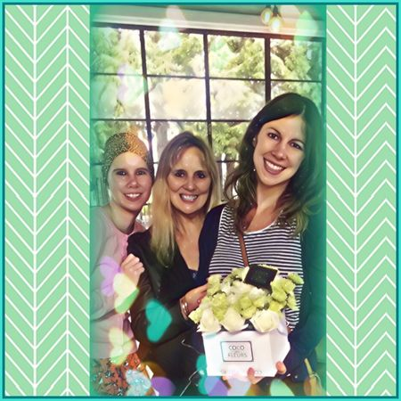 Mother and Daughters 💚💙💜 Familyphoto Familyphotography Motheranddaughters Sisters Christmasbreakfast Flowers Smile 2016memories Picsart Love💏💑👫 Cocodesfleurs