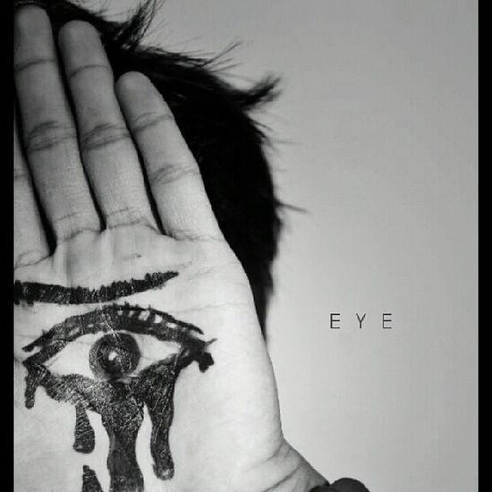 Never bend your head. Always hold it high. Look the world straight in the eye. -Helen Keller- Igworldclub Igersmalaysia Igers Mextures Bw_malaysia Bw_world Ikutcarakita Ipoh cc: adeebrazali