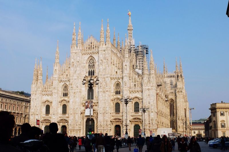Tourists at milan cathedral