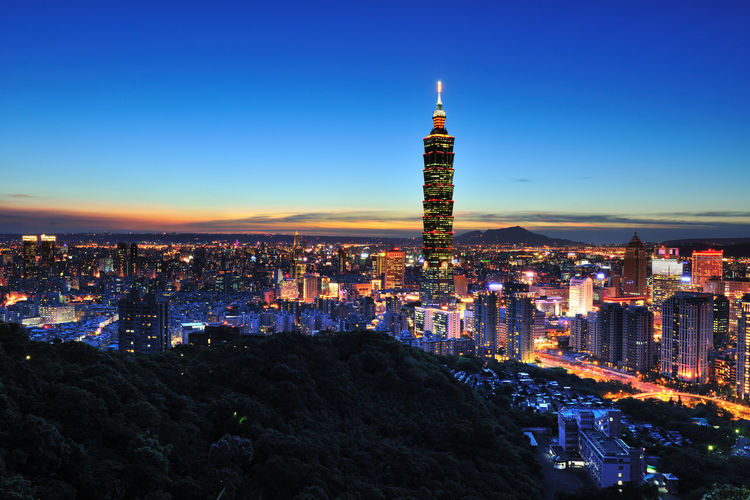 Taipei 101 in the evening, glow in the city, it is a beautiful city. Night Photography Taipei 101 Taipei 101 At Night Taiwan Tall Building Architecture Building Exterior Built_Structure City City Life Cityscape Crowded Development Illuminated Modern Night Outdoors People Sky Skyscraper Skyscrapercity Tower Travel Destinations Urban Skyline Fresh On Market 2017