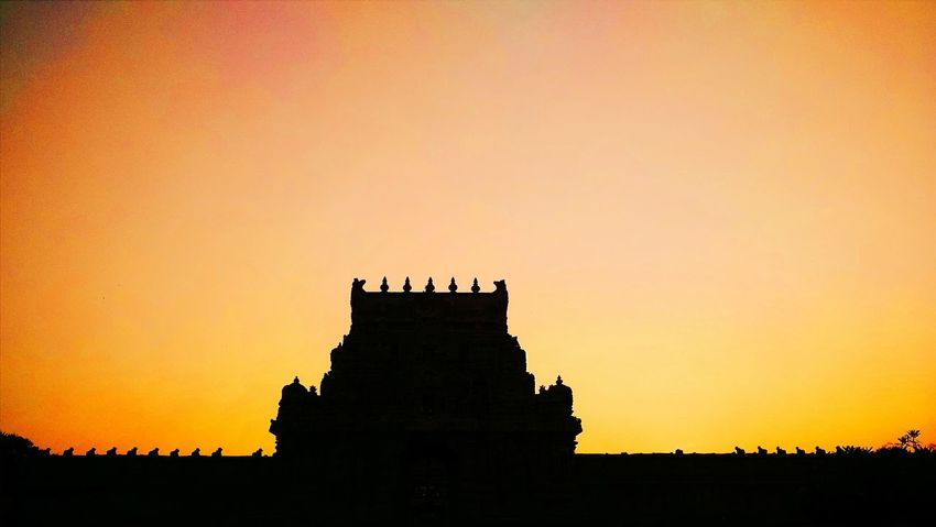 The grand entrance to the great raja raja chola temple 😍🙏 Temple Chola Big Temple Tanjore Tamilnadu Entrance World Heritage Tourism Sunset Silhouette Grand Tadaa Community Golden Evening Dusk Hinduism Religion India Heritage Site History Historical Monuments Sky Sunset Silhouettes Summer Exploring