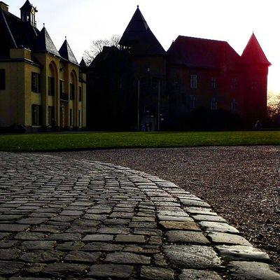 BurgLinn und das Jagdschloss . LinnerBurg Burg Linn Krefeld KrefeldLinn nrw instamood schloss architektur iggermany castle