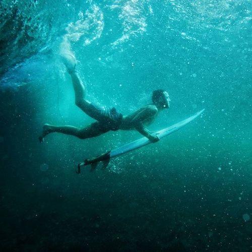 How is it look like down there? 🏄🌊❤🎬🎥☺ @natgeotravel @aquatech_imagingsolutions Bali Surf Surfing Freeridemagazin furtplnej wave indonesia deep duckdive reef surfer carve blue sea ocean uluwatu panasonic gh4 instagood instadaily vsco love happy amazing fun