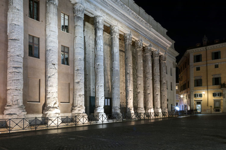 Temple of Hadrian in Rome. The façade of the famous monument dedicated to Emperor Hadrian, in a night scene. Architecture Built Structure Architectural Column Building Exterior History The Past Night Building Travel Destinations Illuminated City No People Travel Ancient Tourism Outdoors Nature Low Angle View Old Colonnade Ancient Civilization Neo-classical Temple Of Hadrian