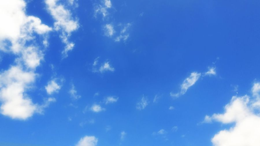 Sky Cloud - Sky Beauty In Nature Wind No People Outdoors Scenics Low Angle View Wispy Day Sky Only Cloudscape Nature Backgrounds Weather Blue