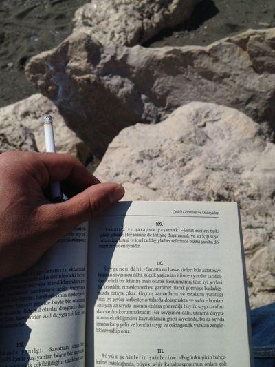 Reading Hello World Sea Düşler Fotography bizimde sahil kenarında sigara kitap keyfimiz var.
