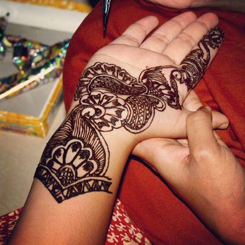 Henna hands 2 Henna Hennaart Hennahands Traditions tradition festivals india