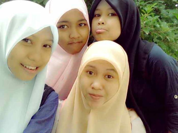 with friend ,hijabr blue = elsi hijabr pink = rahma hijabr yellow = balla and hijabrs Black my .. Done ! Sholat Idul Adha